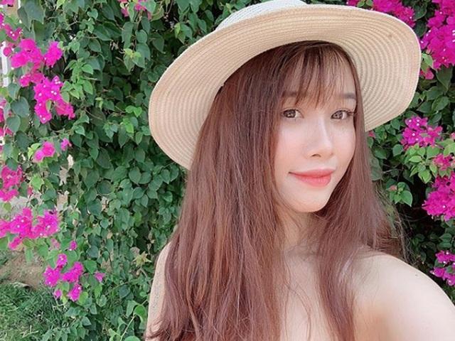 Cô gái yêu tiền đạo nổi tiếng Việt Nam gây bất ngờ với hình ảnh gợi cảm - 16