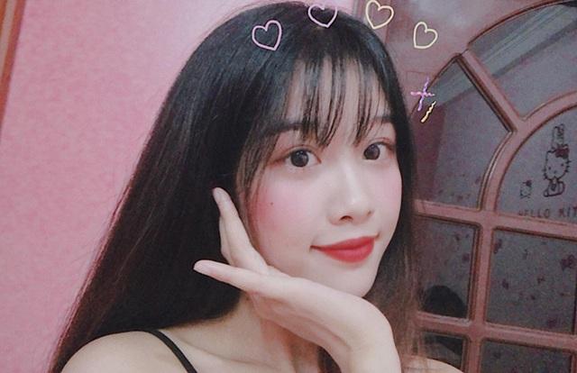Cô gái yêu tiền đạo nổi tiếng Việt Nam gây bất ngờ với hình ảnh gợi cảm - 20