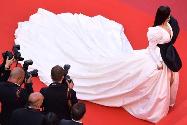Minh tinh Ấn Độ Deepika Padukone tỏa sáng trên thảm đỏ LHP Cannes - 10