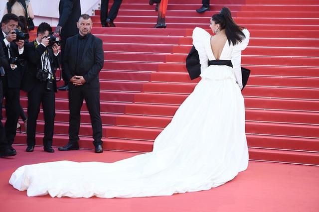 Minh tinh Ấn Độ Deepika Padukone tỏa sáng trên thảm đỏ LHP Cannes - 8