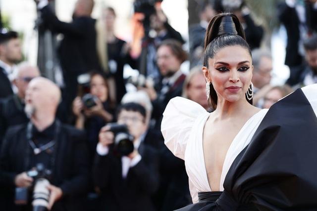 Minh tinh Ấn Độ Deepika Padukone tỏa sáng trên thảm đỏ LHP Cannes - 3