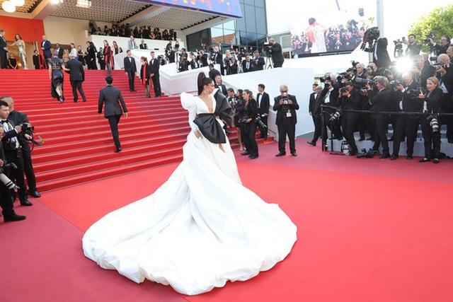 Minh tinh Ấn Độ Deepika Padukone tỏa sáng trên thảm đỏ LHP Cannes - 5