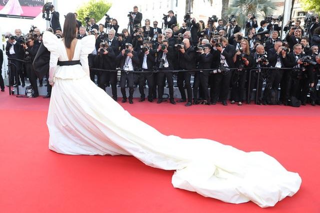 Minh tinh Ấn Độ Deepika Padukone tỏa sáng trên thảm đỏ LHP Cannes - 4