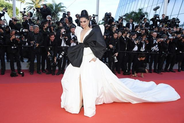 Minh tinh Ấn Độ Deepika Padukone tỏa sáng trên thảm đỏ LHP Cannes - 1