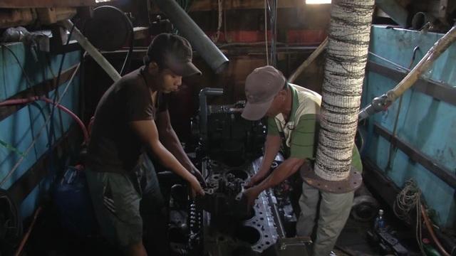 Ngư dân gặp khó với quy định về thợ máy khi vươn khơi - 1