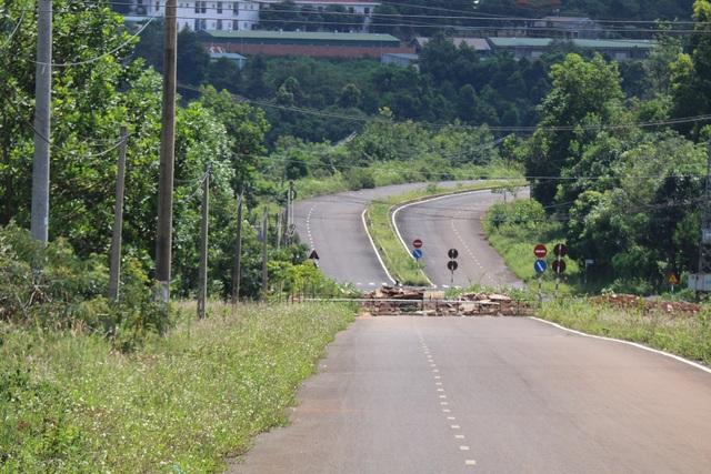 Hai mùa mưa vẫn chưa sửa xong một đoạn đường nứt toác - 6