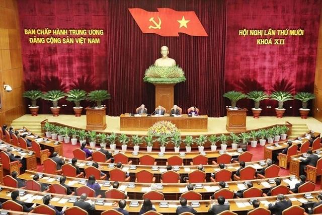 Bộ Chính trị xem xét công tác xây dựng, thi hành điều lệ Đảng - 1