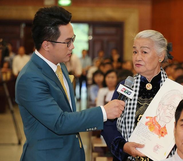 BTV Tấn Tài, ca sĩ Chí Thiện nhận bằng khen Học tập và làm theo đạo đức Hồ Chí Minh - 4