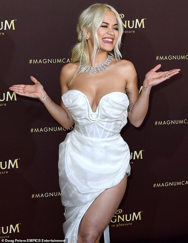 Mê mẩn dáng vóc hoàn hảo của Rita Ora - 14