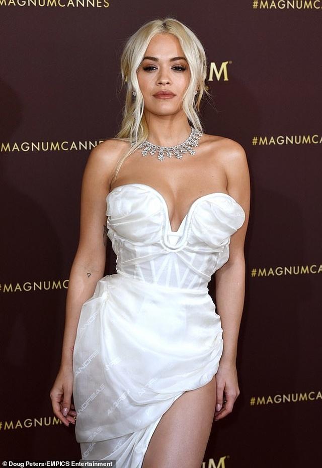 Mê mẩn dáng vóc hoàn hảo của Rita Ora - 4