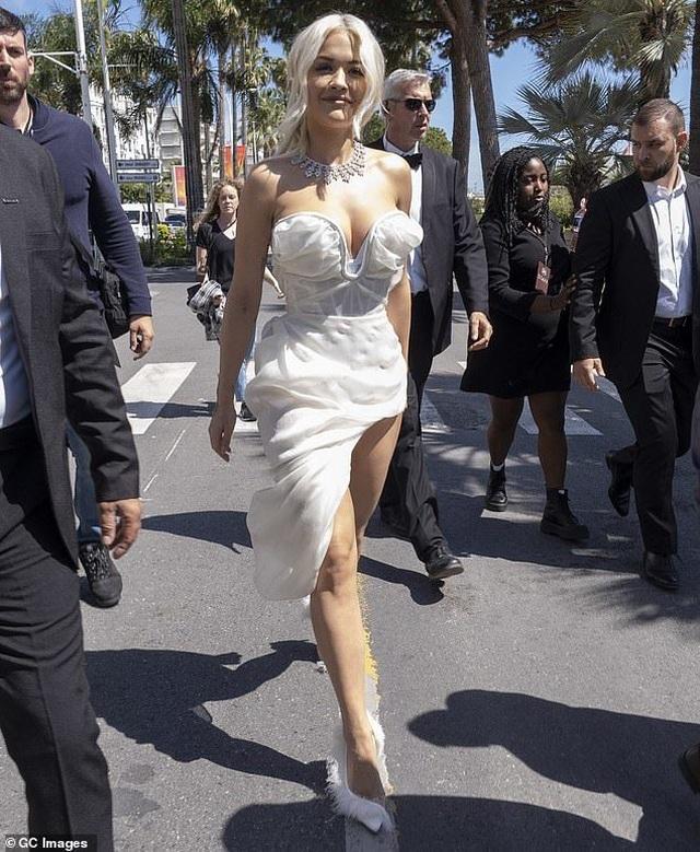 Mê mẩn dáng vóc hoàn hảo của Rita Ora - 7