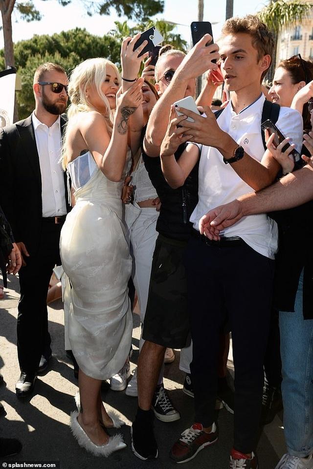 Mê mẩn dáng vóc hoàn hảo của Rita Ora - 8
