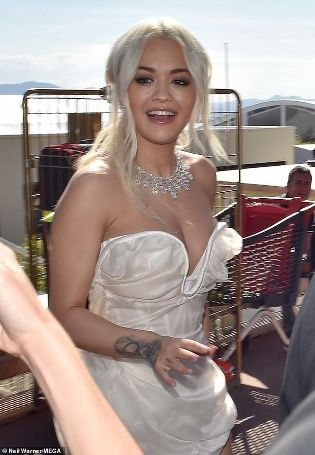 Mê mẩn dáng vóc hoàn hảo của Rita Ora - 1