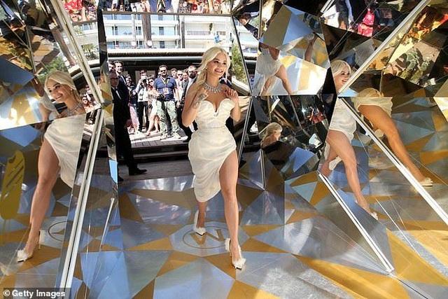 Mê mẩn dáng vóc hoàn hảo của Rita Ora - 11