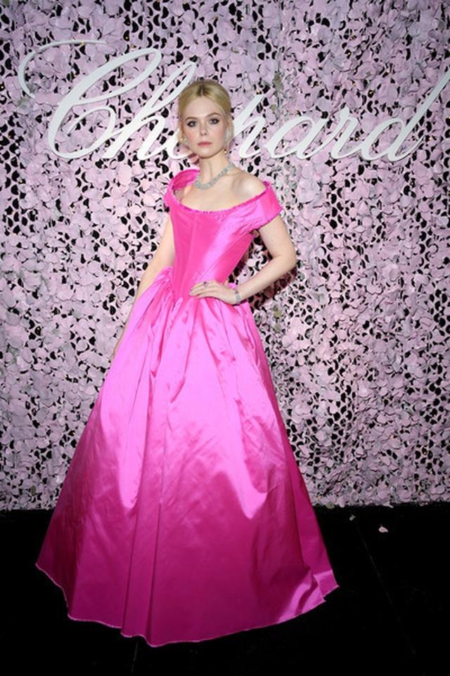 Choáng với váy xẻ bất tận của Izabel Goulart - 6