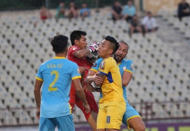 Bỏ lỡ nhiều cơ hội, SL Nghệ An bị Khánh Hoà chia điểm trên sân nhà - 1