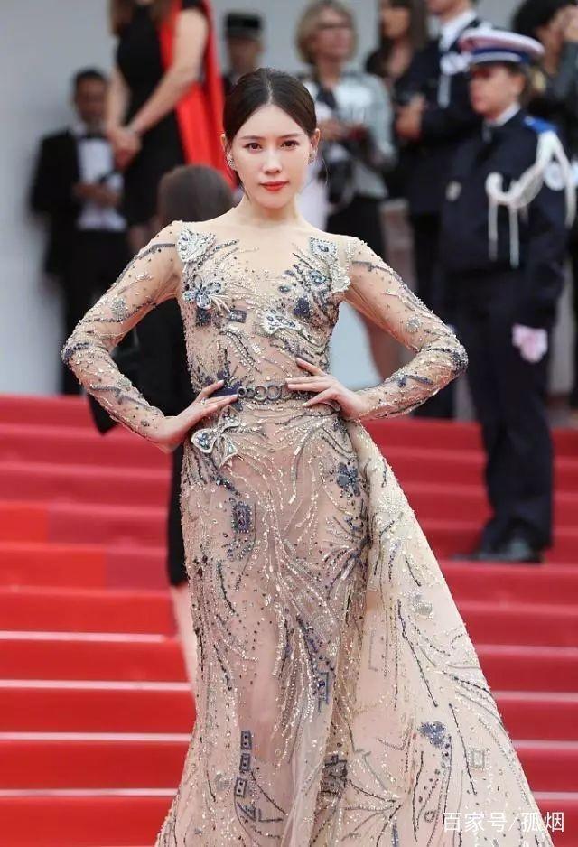 """Tâm sự của nữ diễn viên bị chê """"câu giờ"""" trên thảm đỏ Cannes - 2"""