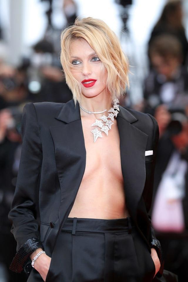 Siêu mẫu Anja Rubik diện áo hở táo bạo trên thảm đỏ LHP Cannes - 7