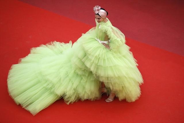 Deepika Padukone đẹp lộng lẫy tại Cannes - 1