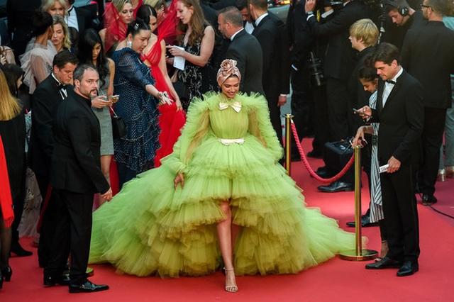 Deepika Padukone đẹp lộng lẫy tại Cannes - 4