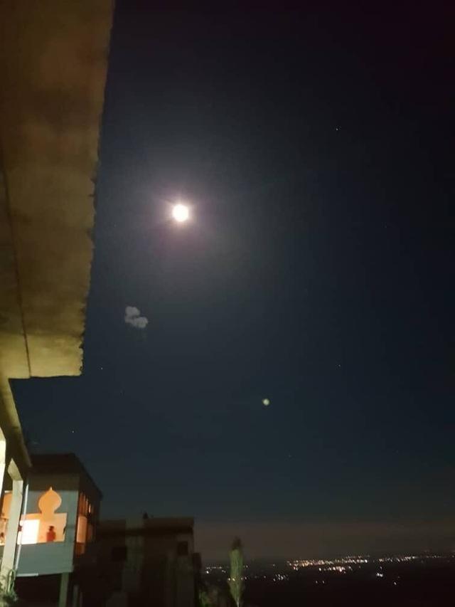 Video Syria bắn hạ tên lửa từ Israel trong đêm - 2