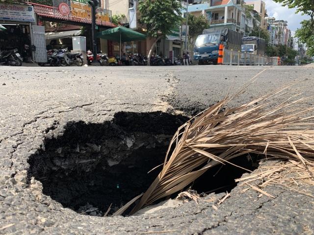 """""""Hố tử thần"""" xuất hiện ở trung tâm Sài Gòn, nhiều người tai nạn oan - 3"""