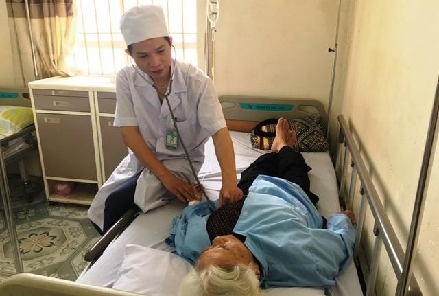 Cụ bà gần 100 tuổi được cứu sống bằng phương pháp cấy máy tạo nhịp tim vĩnh viễn - 1