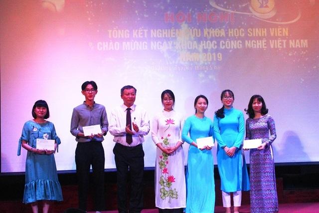Đà Nẵng: Khen thưởng sinh viên có công trình nghiên cứu khoa học xuất sắc - 1