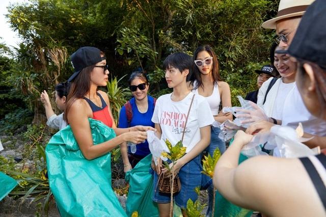 Hoàng Thùy, Minh Tú, Thùy Dung... đội nắng dọn rác trên đảo hoang Hạ Long - 3