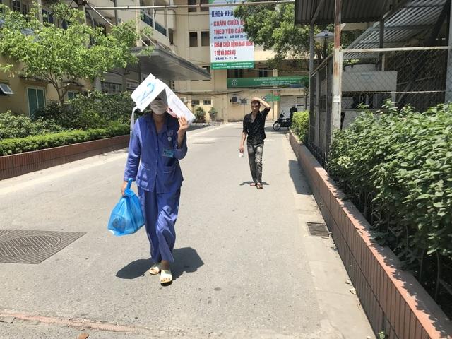 Nhiều bệnh nhân, người nhà vạ vật trong cái nóng 40 độ C tại bệnh viện - 5