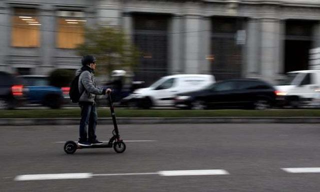 Hãng xe Trung Quốc trình làng scooter có khả năng tự lái đến trạm sạc điện - 2