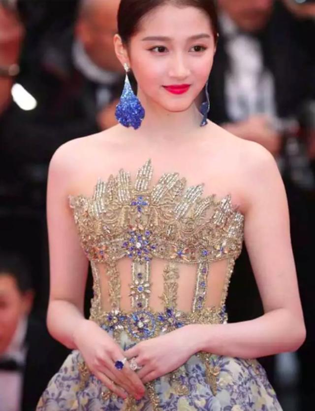 Quan Hiểu Đồng đẹp mơ mộng tại Cannes 2019 - 11