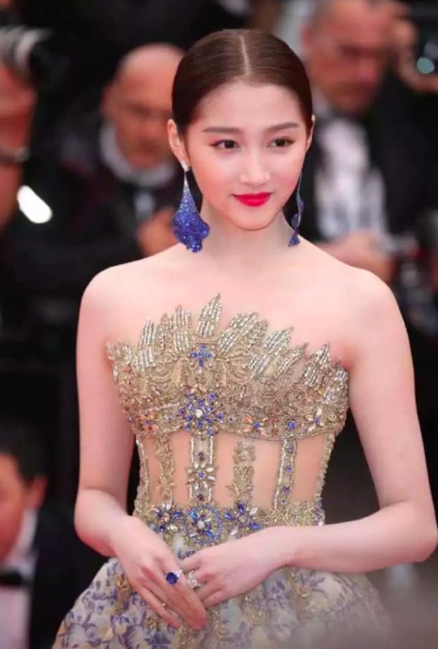 Quan Hiểu Đồng đẹp mơ mộng tại Cannes 2019 - 6