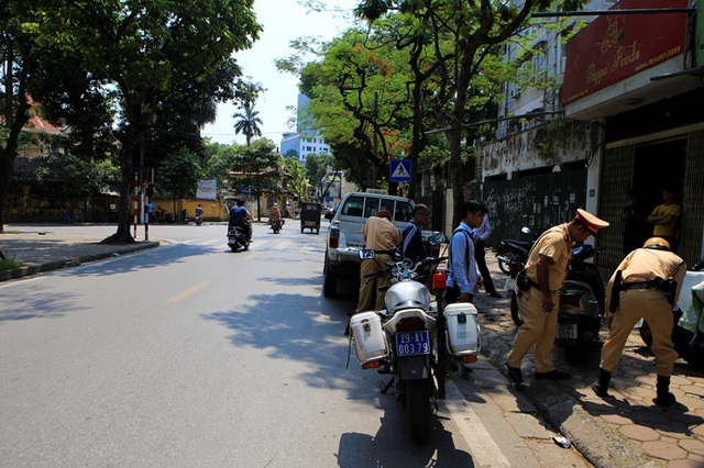 Following Hanoi, the police driver left the pub - 1