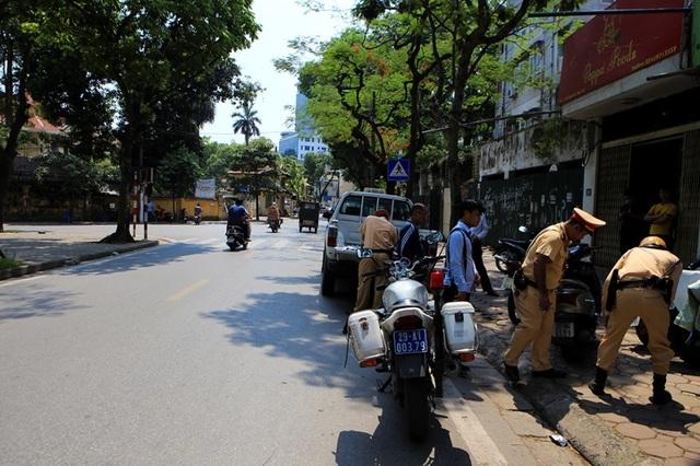 Theo chân CSGT Hà Nội xử lý tài xế vừa rời quán nhậu - 1