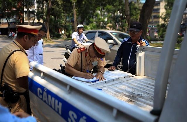 Theo chân CSGT Hà Nội xử lý tài xế vừa rời quán nhậu - 7