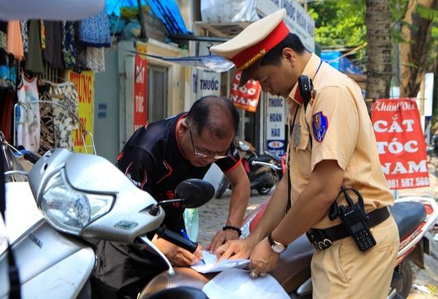 Theo chân CSGT Hà Nội xử lý tài xế vừa rời quán nhậu - 8