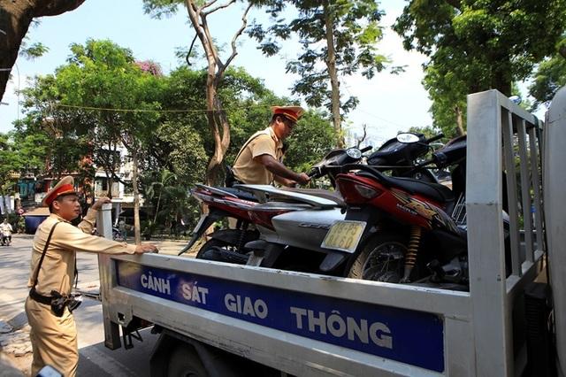 Theo chân CSGT Hà Nội xử lý tài xế vừa rời quán nhậu - 10
