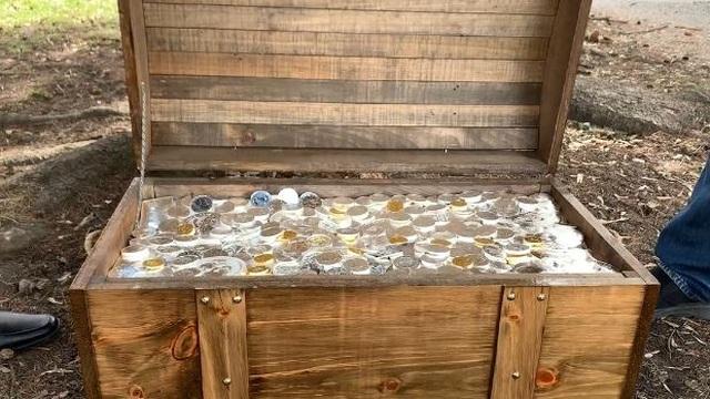 Công ty chôn kho báu đầy vàng, bạc trị giá 2,3 tỷ đồng để mọi người săn lùng - 1