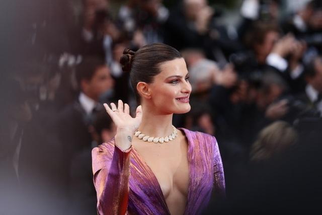 Isabeli Fontana khoe ngực căng đầy - 1