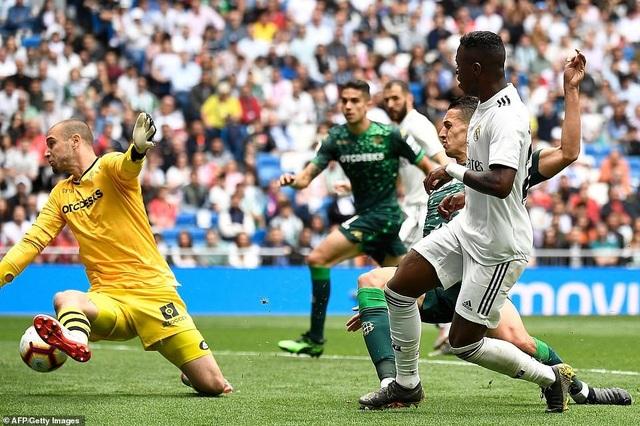 Real Madrid 0-2 Betis: Kết cục cay đắng cho HLV Zidane - 11