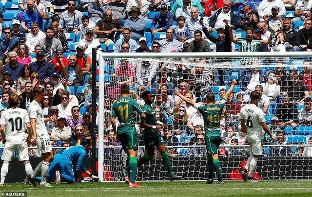 Real Madrid 0-2 Betis: Kết cục cay đắng cho HLV Zidane - 14