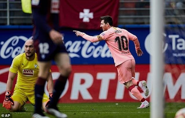 Eibar 2-2 Barcelona: Cú đúp của Messi - 5