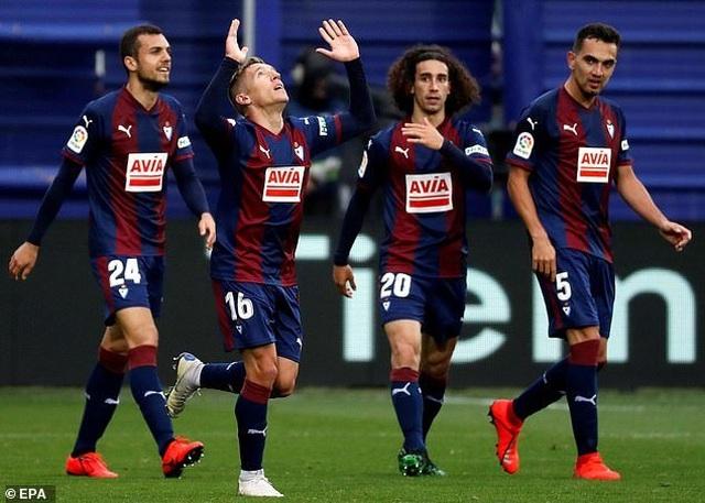 Eibar 2-2 Barcelona: Cú đúp của Messi - 2