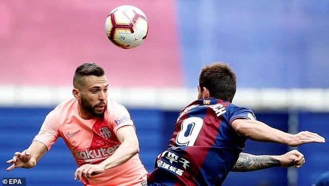 Eibar 2-2 Barcelona: Cú đúp của Messi - 6
