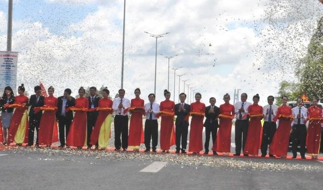Thông xe cầu Vàm Cống, góp phần tháo gỡ điểm nghẽn giao thông miền Tây - 3
