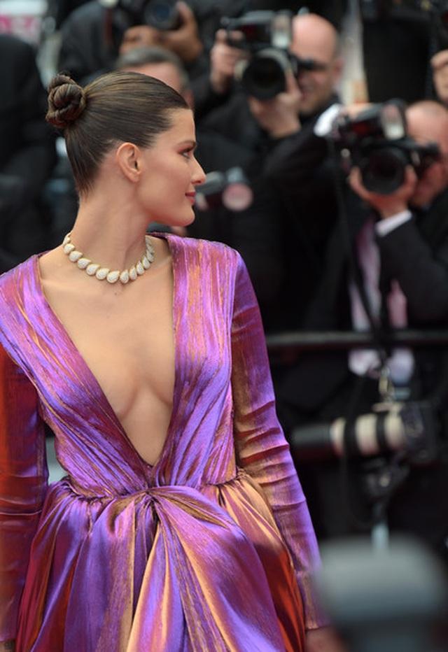 Isabeli Fontana khoe ngực căng đầy - 4