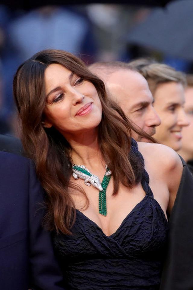 Siêu mẫu Trung quốc tái xuất tại Cannes sau khi được đại gia cầu hôn - 10