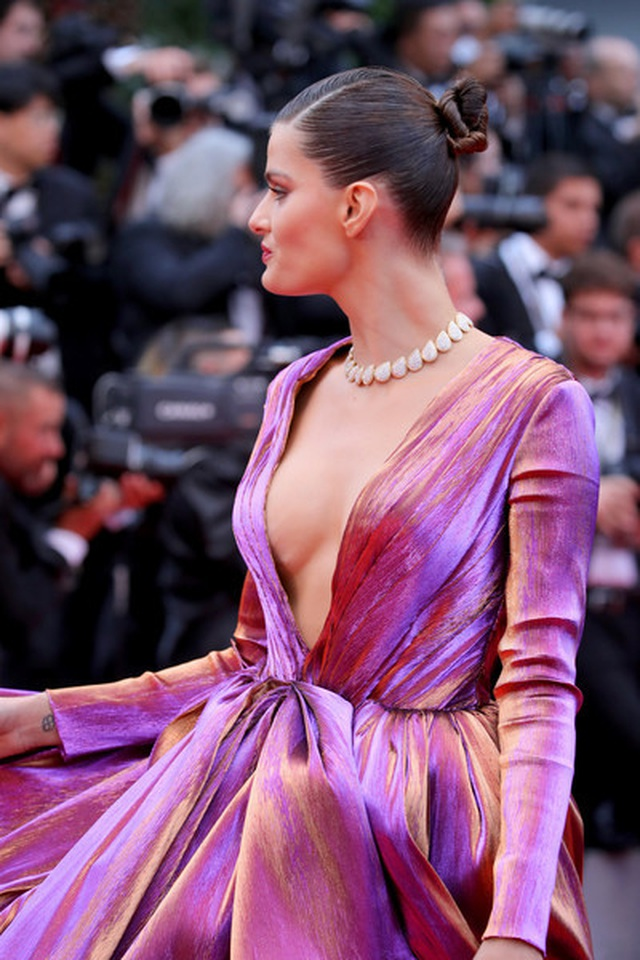 Isabeli Fontana khoe ngực căng đầy - 3