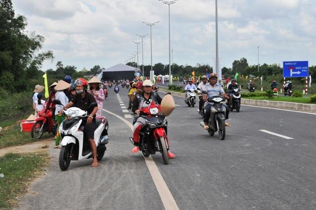 Thông xe cầu Vàm Cống, góp phần tháo gỡ điểm nghẽn giao thông miền Tây - 5